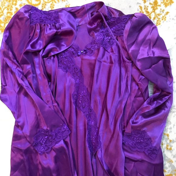 eec571be3c4a Royal Purple Silk Nightgown and Robe Set. M 5afc5d1e331627b3224ca20a